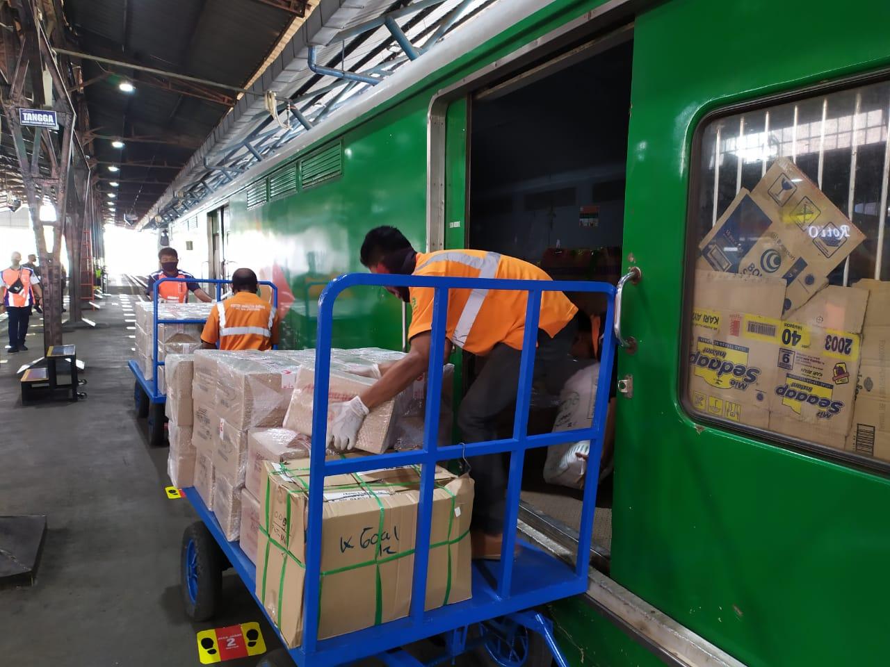 Photo of PT KAI Diskon 17% Untuk Angkutan Rail Exspress