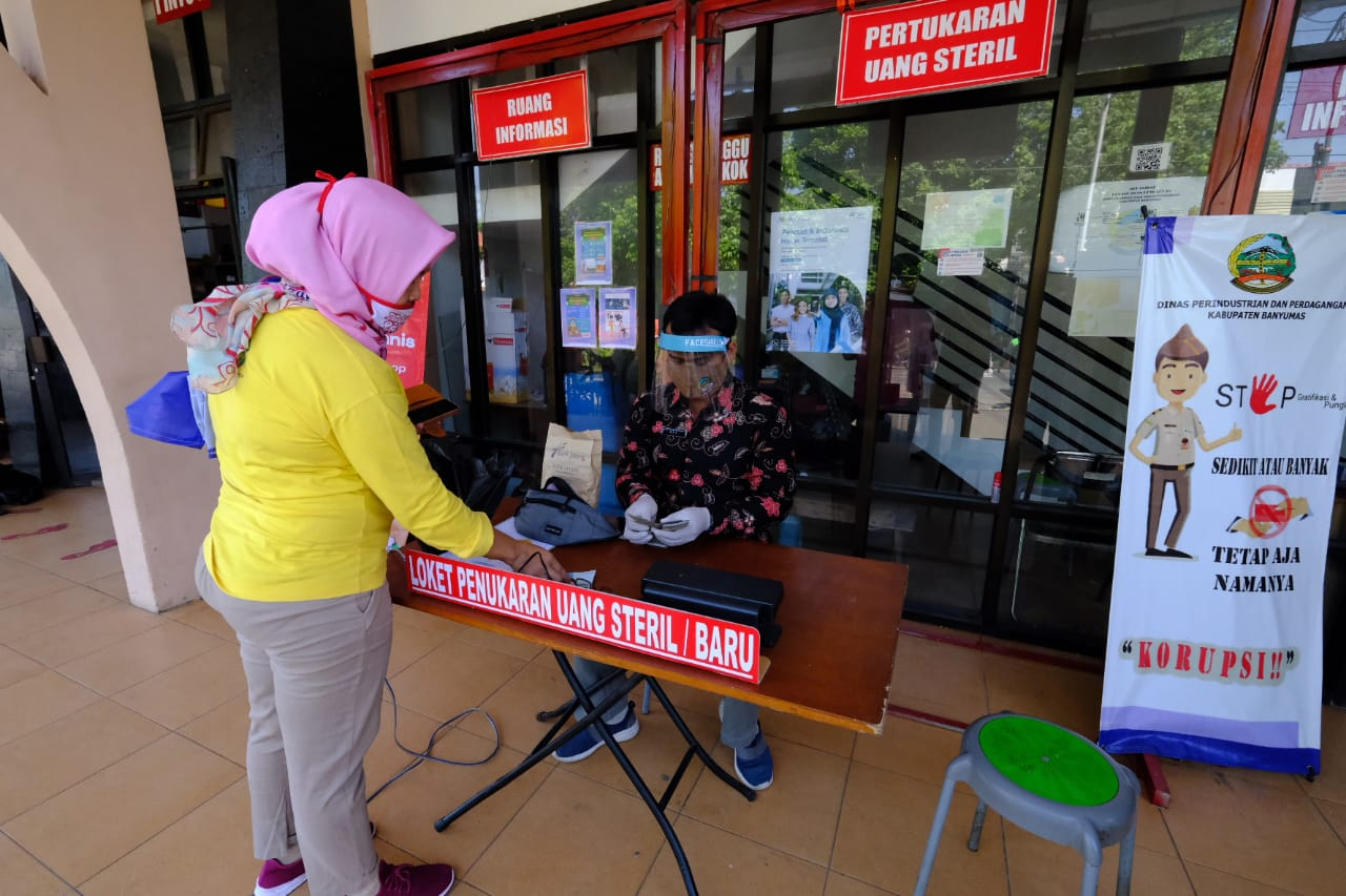 Photo of Pusat Litbang Inovasi Daerah , Apresiasi Penukaran Uang Steril di Pasar Manis Purwokerto