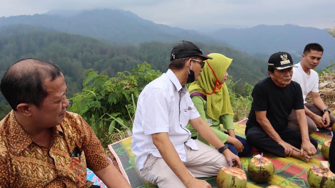 Photo of Layak Jadi Obyek Wisata, Bupati Kunjungi Bukit Angkrukanis