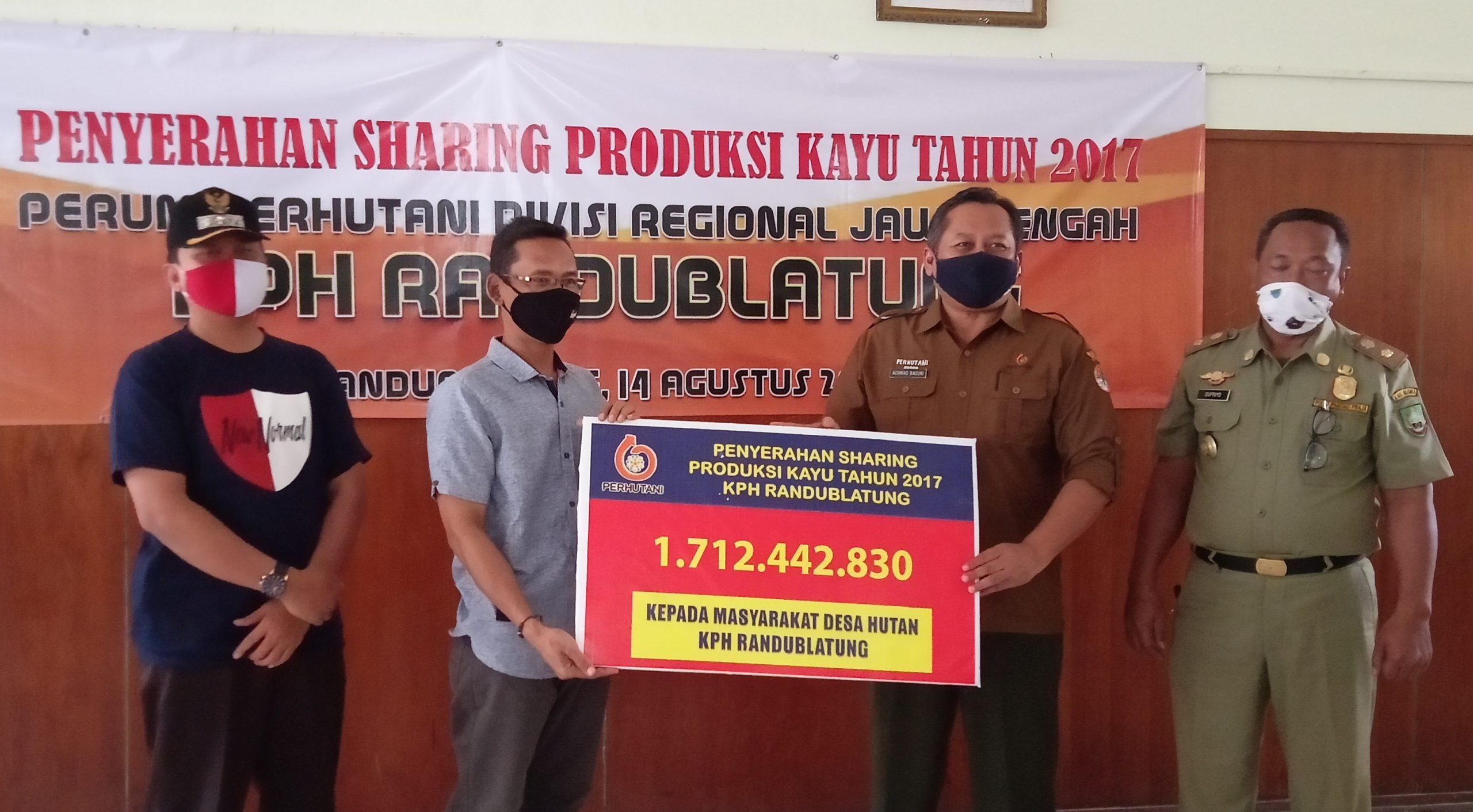Photo of Perhutani KPH Randublatung Bagikan Rp 1,7 Milyar untuk 23 LMDH