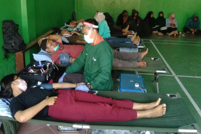 Photo of Pandemi Covid-19, Stok Darah di PMI Sukoharjo Menipis