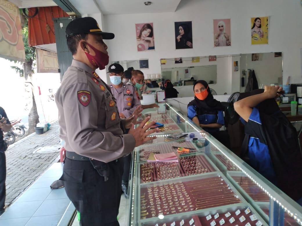 Photo of Antisipasi Kejahatan, Polisi Patroli Di Toko Emas
