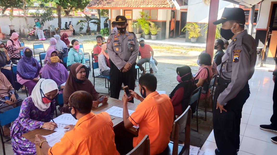 Photo of TNI – Polri Kawal Penyaluran Bantuan Sosial Tunai di Blora
