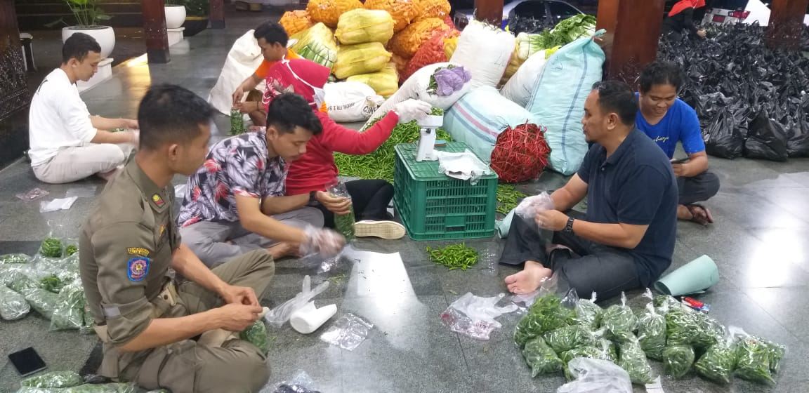 Photo of Bazar Sayur Murah di Banjarnegara Laris Manis Diserbu Pembeli
