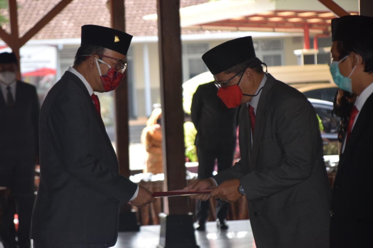 Photo of 6 Pejabat Eselon II Dimutasi    Bupati Banyumas