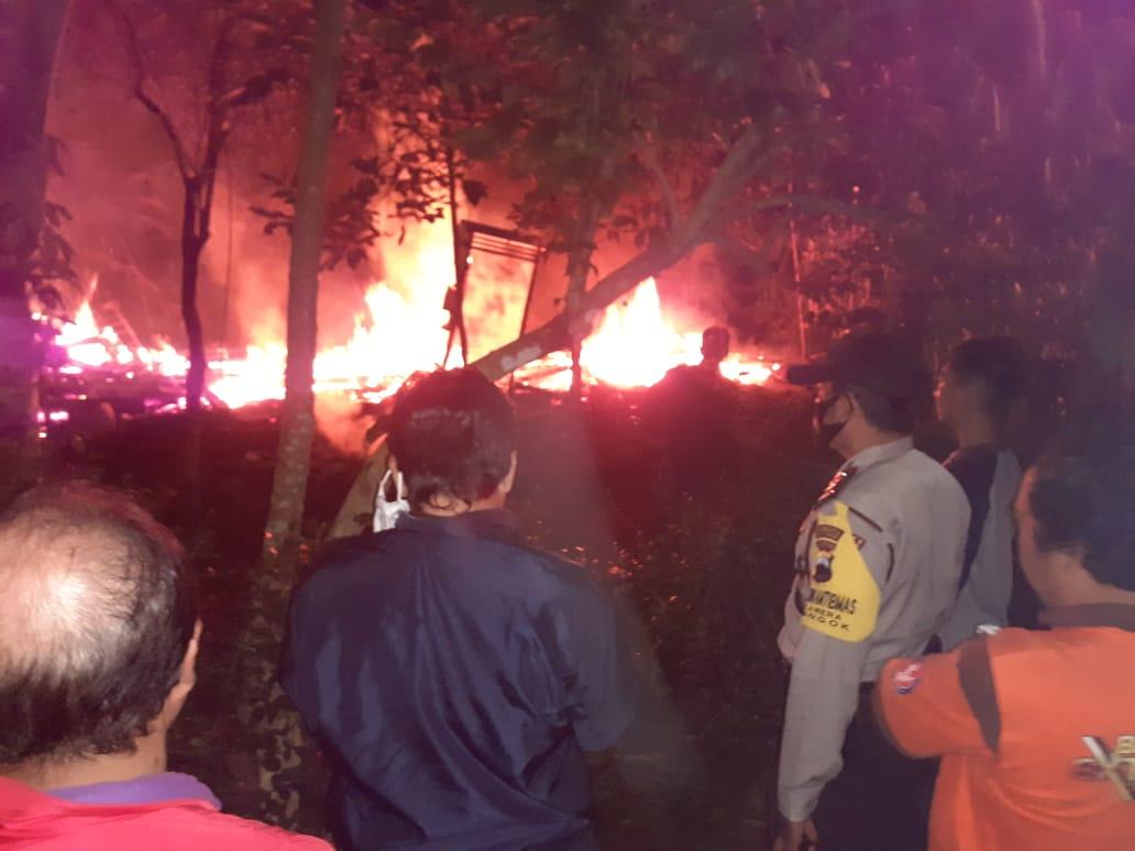 Photo of Lupa Matikan Tungku, Rumah Nenek Ludes Terbakar