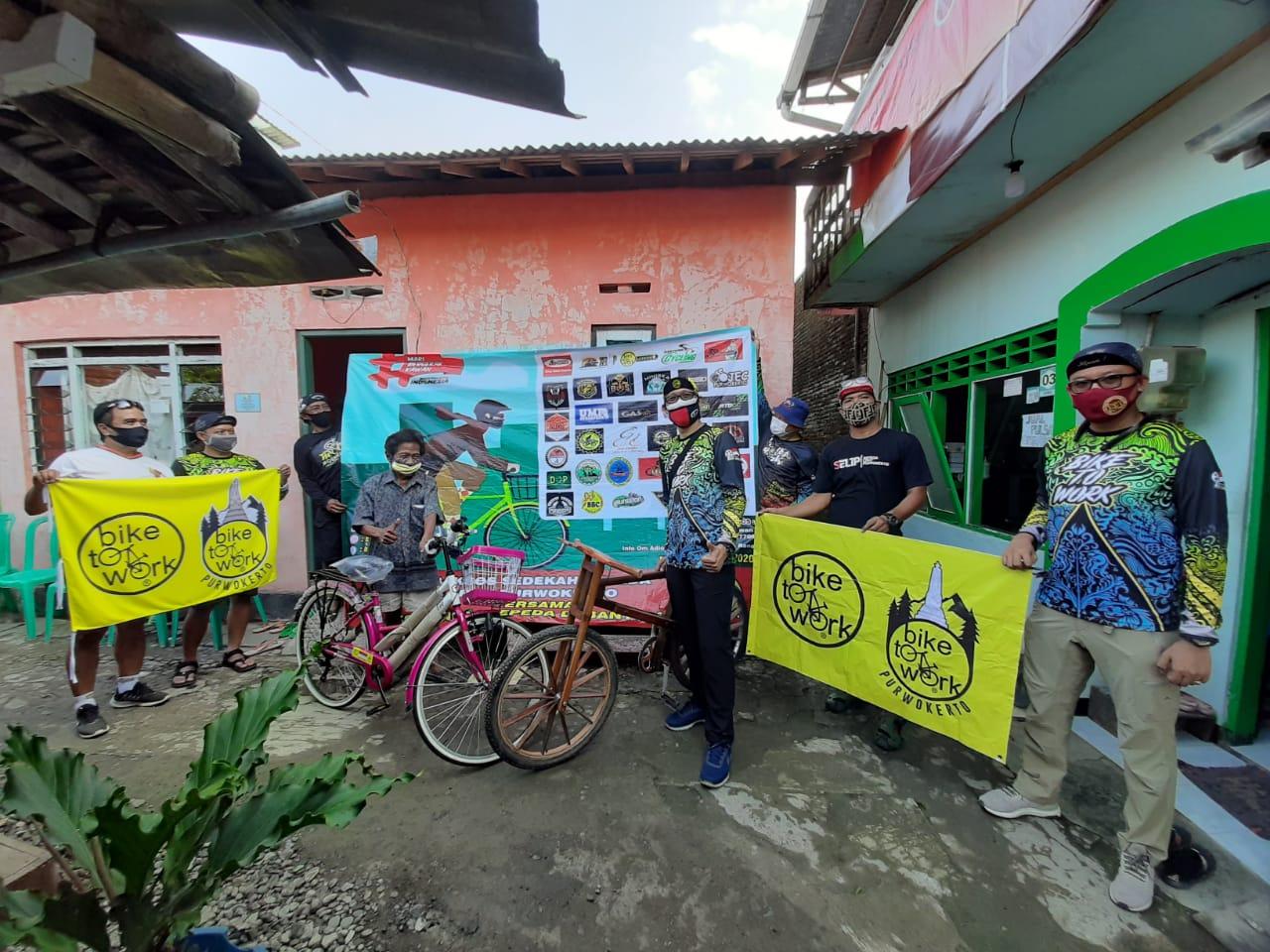 Photo of Baksos Bagi Sepeda dan Bantuan Usaha Kecil
