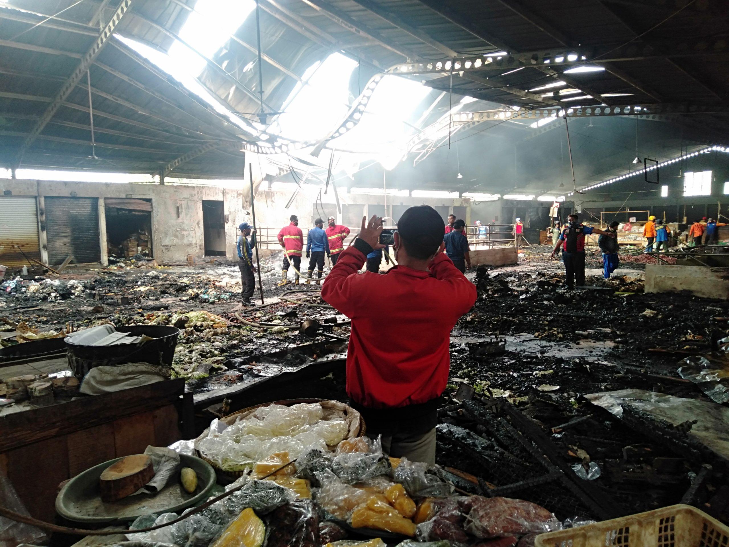 Photo of Pasar Wage Purwokerto Terbakar, Pedagang Terlantar