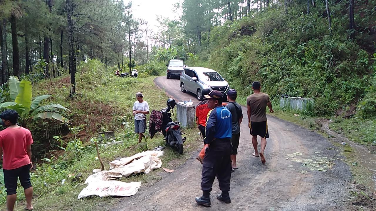 Photo of Tebing Longsor,Jalur Perbatasan Banyumas – Brebes Tertimbun