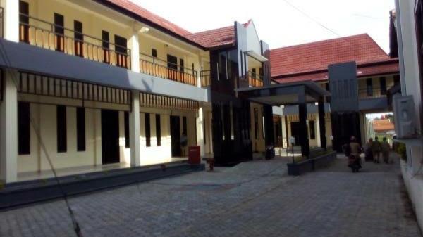 Photo of Aktivitas di Gedung DPRD Brebes Kembali Normal