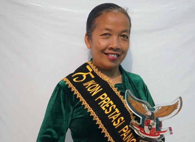 Photo of Mulyani, Pegiat Seni Tradisional Bundengan  Terima Apresiasi 75 Ikon Pancasila dari BPIP