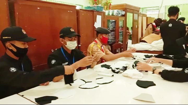 Photo of Pramuka Banyumas Produksi Ribuan Masker