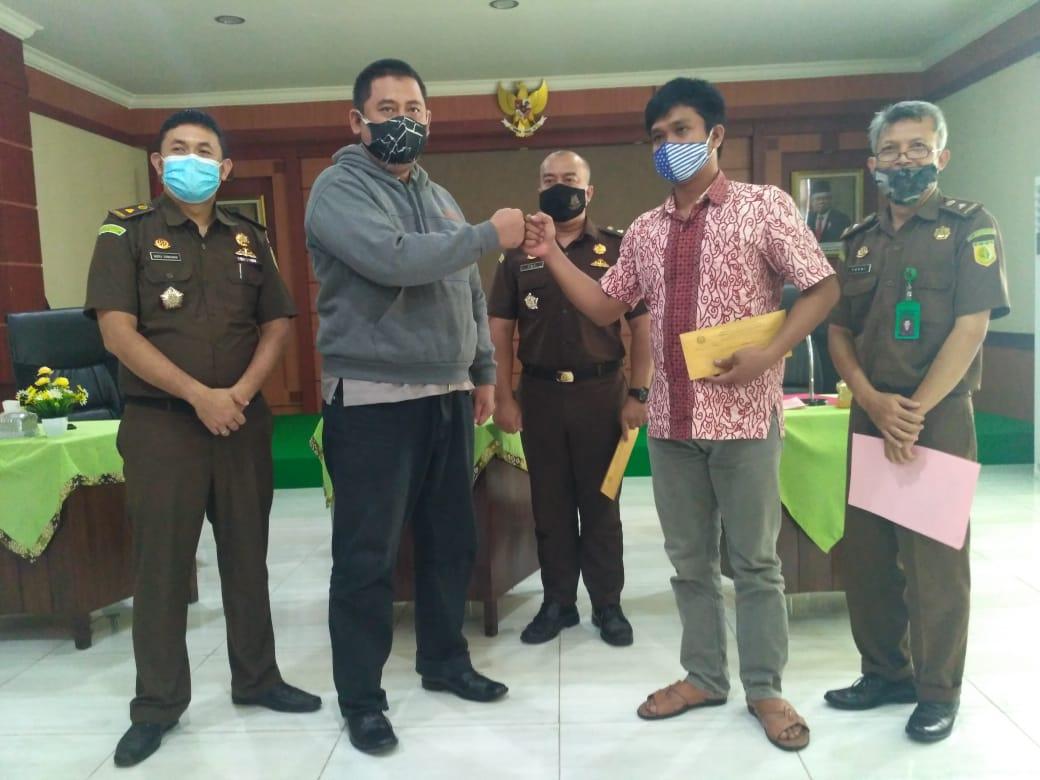 Photo of Praktik Restoratif Justice Pertama di Jateng, Keluarga Korban dan Tersangka Berdamai