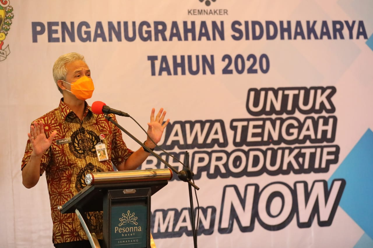 Photo of Anugrah Siddhakarya, Cara Ganjar Apresiasi UKM yang Tetap Berkarya Saat Pandemi