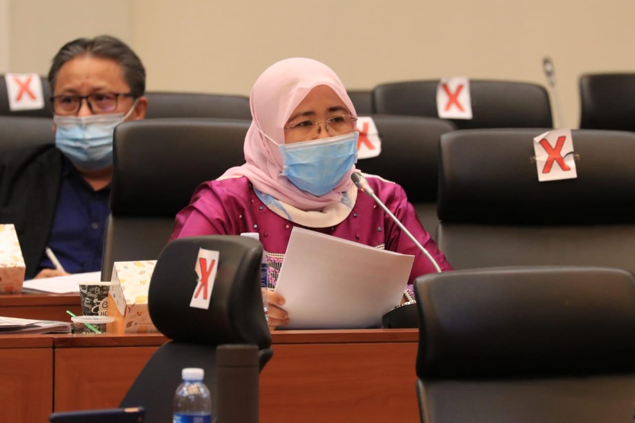 Photo of Siti Mukaromah: Semua Elemen Saatnya Bersatu Tanggulangi Covid