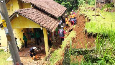 Photo of Satu Rumah di Purbalingga Tertimpa Tanah Longsor