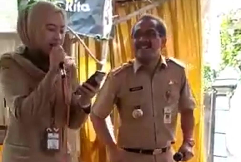 Photo of Viral Video Bupati Joget Tanpa Masker, Bupati pilih Bungkam
