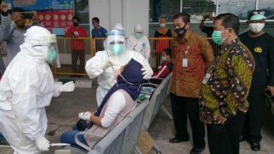 Photo of Penumpang Kedatangan Bus AKAP di Terminal Tipe A Giri Adipura Jalani Test Swab