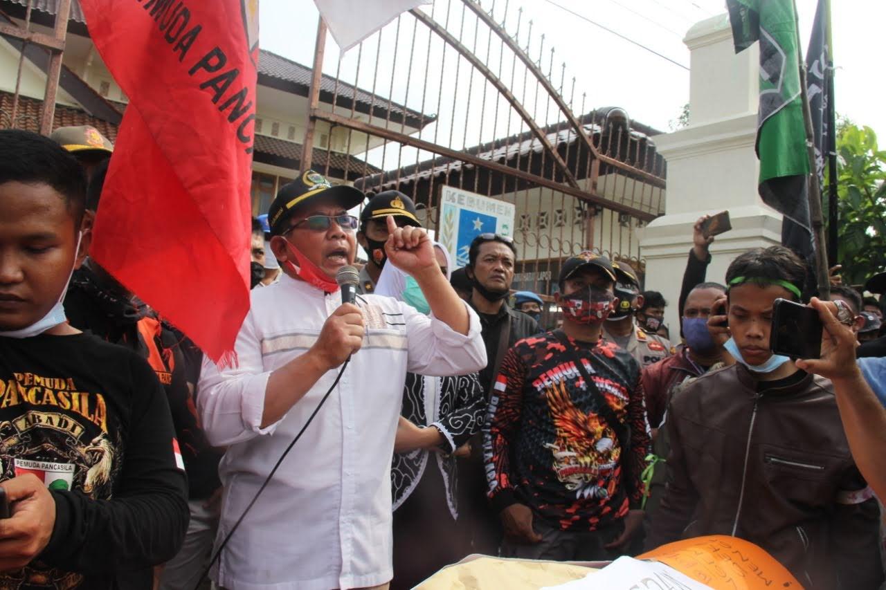Photo of Ketua DPRD Kebumen Menolak UU Cipta Kerja