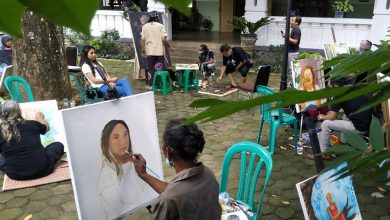 Photo of Pameran Lukisan Mozaik di Gombong Tetap Ramai Meski Diterpa Cuaca Buruk