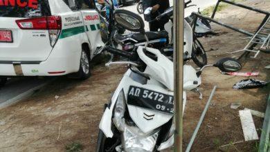 Photo of Ambulans Puskesmas Gondangrejo yang Kecelakaan, Sedianya  Akan Antar Berkas