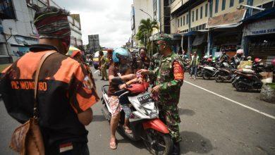 Photo of Sumpah Pemuda, Pemuda Pancasila Wonosobo Bagikan Ribuan Masker