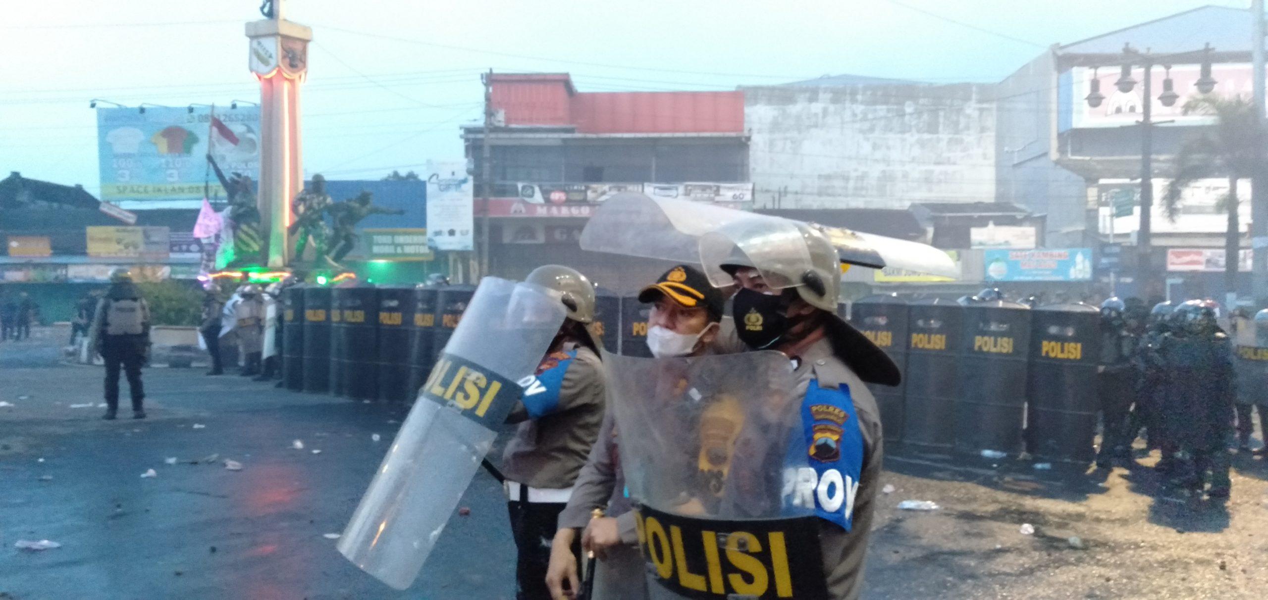 Photo of Kapolres Sukoharjo Akui Sejumlah Aparat dan Massa Alami Luka Saat Aksi