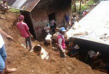 Photo of Tanah Longsor Rusak Belasan Rumah di Wonosobo