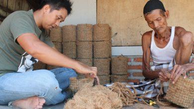 Photo of Pemuda Cangkring Demak, Berdayakan Lansia di Masa Pandemi