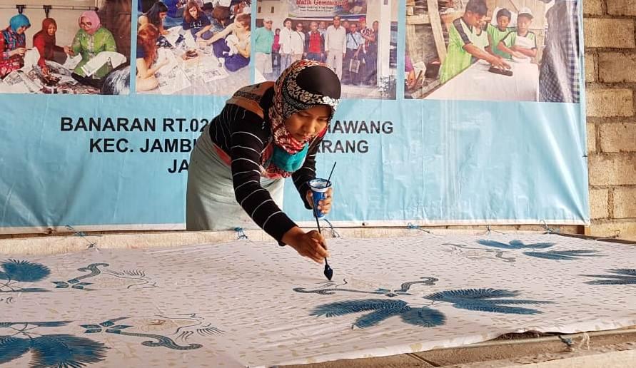 Photo of Umbar Dikson , Pengrajin di Ungaran Genjot Penjualan Batik Tulis