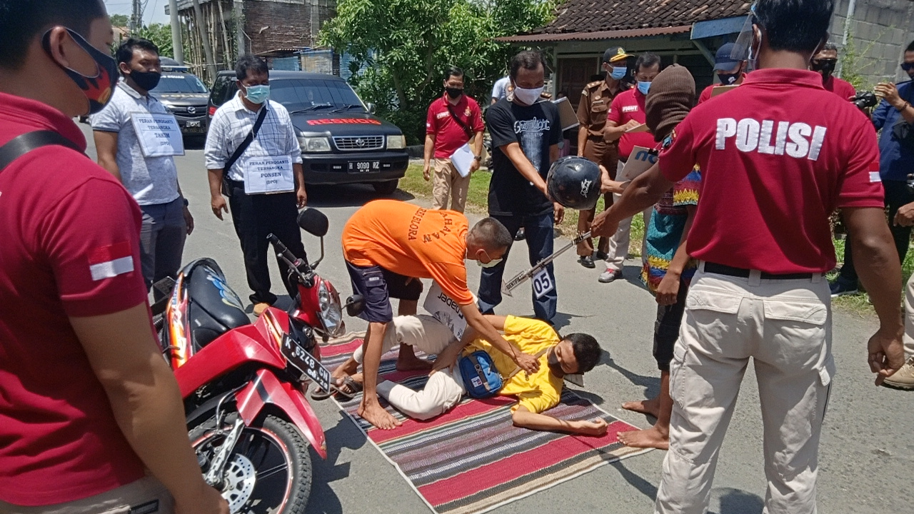 Photo of Polres Blora Rekontruksi Kasus Penganiayaan Dua Kelompok Pemuda