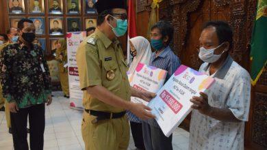 Photo of Pegawai OJK Komisariat Purwokerto Salurkan Bantuan Sosial