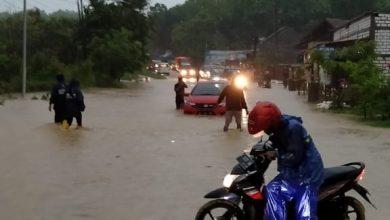 Photo of Banjir, Arus Lalin Rembang-Blora Tersendat
