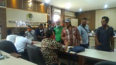 Photo of Sopir Angkot Geruduk DPRD Purworejo Protes Halte Trans Jateng