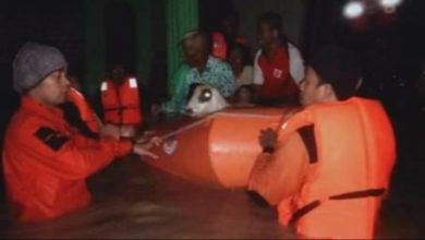 Photo of Banyak Saluran Tersumbat, Rembang Dilanda Banjir