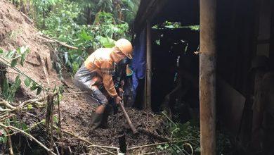 Photo of Tanah Longsor Timpa Tiga Rumah dan Tutup Akses Jalan