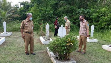 Photo of Makam Pahlawan Banyak Ditumbuhi Rumput Liar, Usai Ziarah Pjs Bupati Minta Dibersihkan