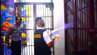 Photo of Cegah Penyebaran Covid-19, Ruang Tahanan Polres Temanggung Rutin Disemprot Disinfektan