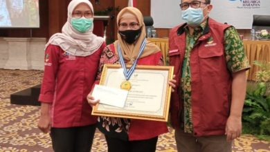 Photo of Tekuni Usaha Toko Kelontong, Indah Sri Asturiyanti 'Graduasi Mandiri'  KPM PKH