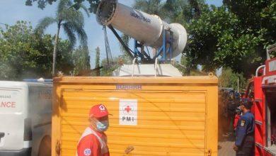 Photo of Cegah Covid-19, Pemkab Rembang Semprot Disinfektan di Objek Wisata