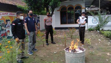 Photo of Jelang Coblosan, KPU Sukoharjo Musnahkan Ribuan Surat Suara yang Rusak
