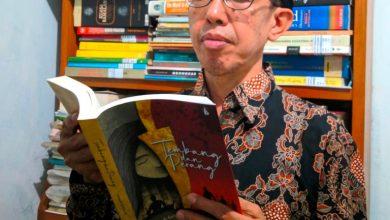 Photo of Novel Dosen UMP Purworejo , Diangkat Dalam Webinar Nasional