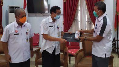 Photo of Perkuat Pengelola Medsos, Bank Jateng Salurkan Bantuan 65 Handphone