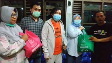 Photo of Anggota DPR RI Siti Mukaromah Bantu Korban Banjir Banyumas