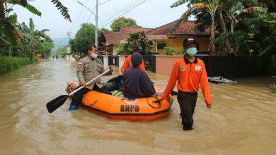 Photo of Banjir di Banyumas, Fasilitas Umum Rusak, Pengungsi Masih Bertahan