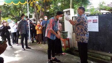 Photo of Nyoblos di TPS 22 Manahan, Gibran datang Bersama Selvi dan Kaesang