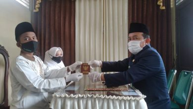 Photo of PSDK UMP Gelar Nikah Massal di Tengah Pandemi, 10 Pasangan Sah