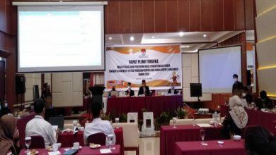 Photo of Pleno Selesai, Paslon Etik Suryani-Agus Santosa Menangi Pilkada Sukoharjo