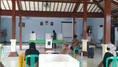 Photo of Petugas KPPS Nyoblos Surat Suara Dua Kali, KPU Gelar Pemungutan Suara Ulang