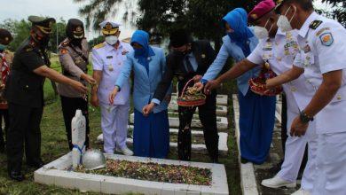Photo of Peringati Hari Dharma Samudera, Pangkalan TNI AL Tegal Ziarah ke TMP Pura Kusuma Negara